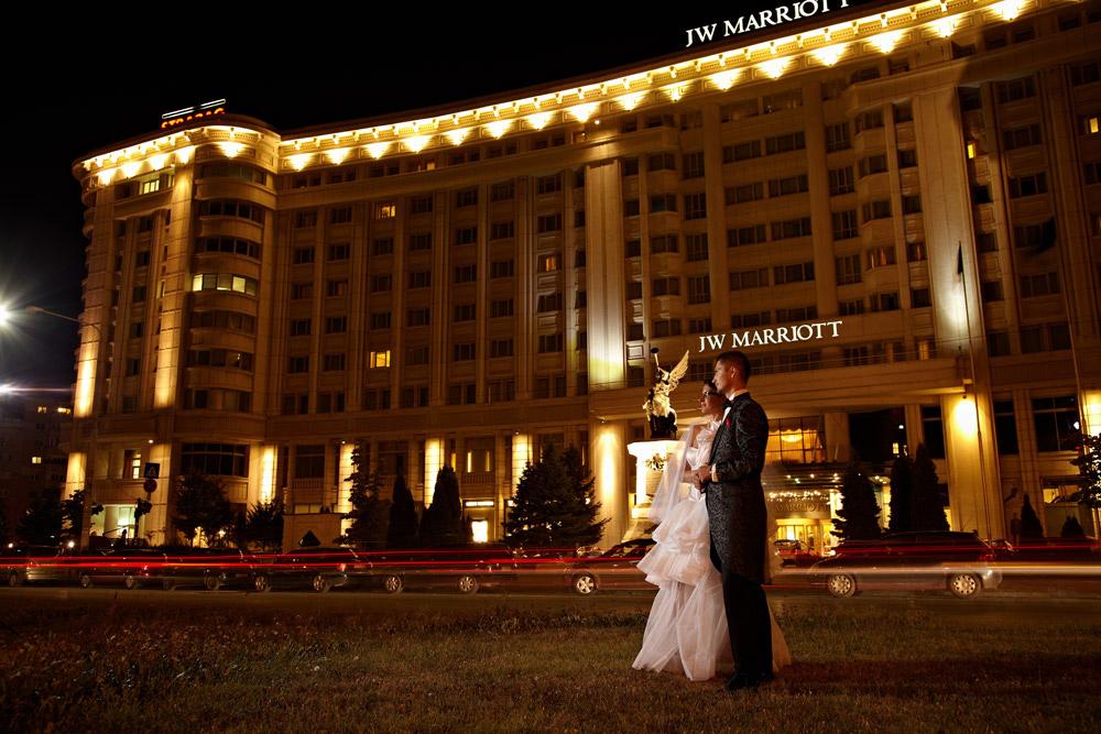locatie exterioara aleasa de fotograf in fata hotelului Marriott
