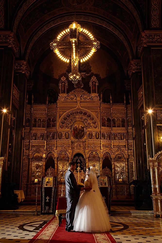 fotograful a ales o locatie in biserica