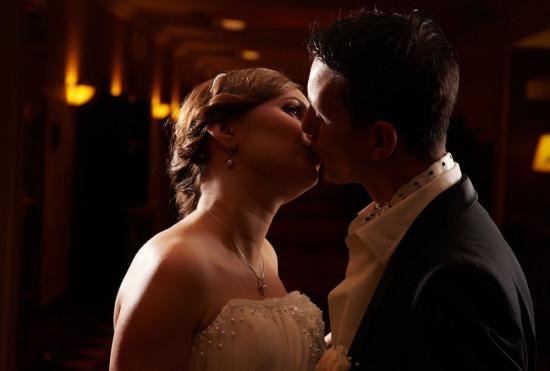 mirii se saruta pasional la sfarsitul sedintei foto