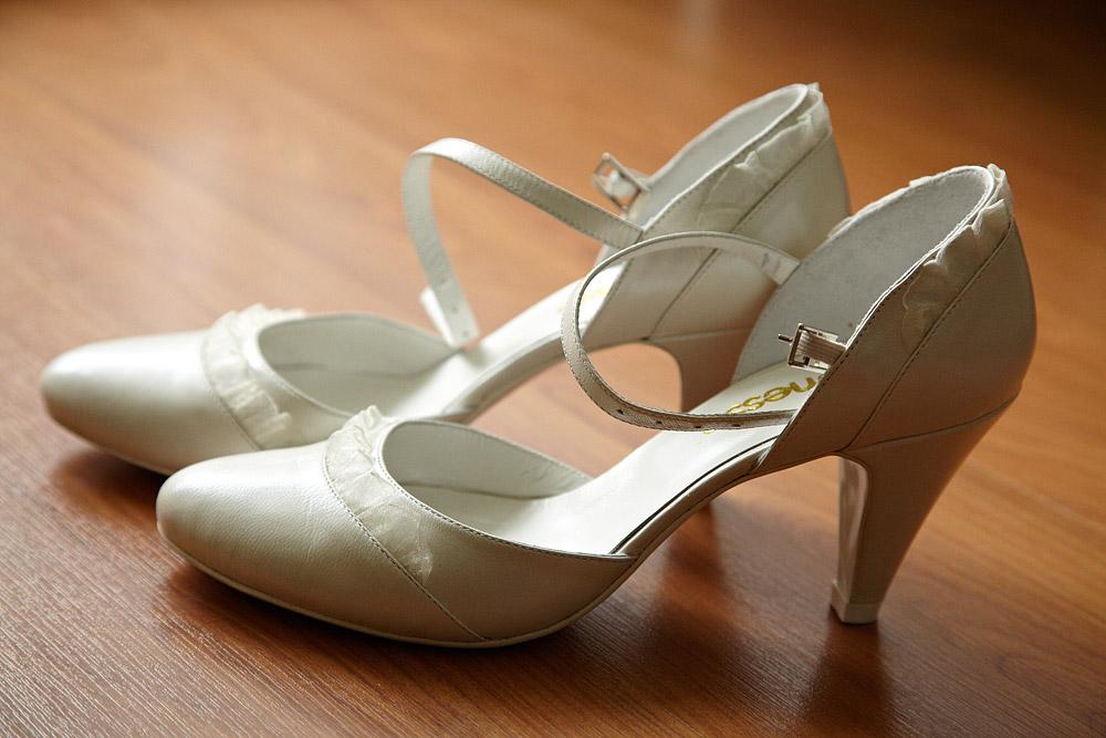 pantofi de mireasa albi cu toc jos
