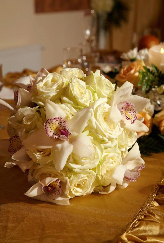 buchet mireasa cu trandafiri si orhidee