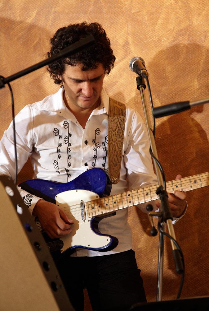 chitarist in formatie la nunta