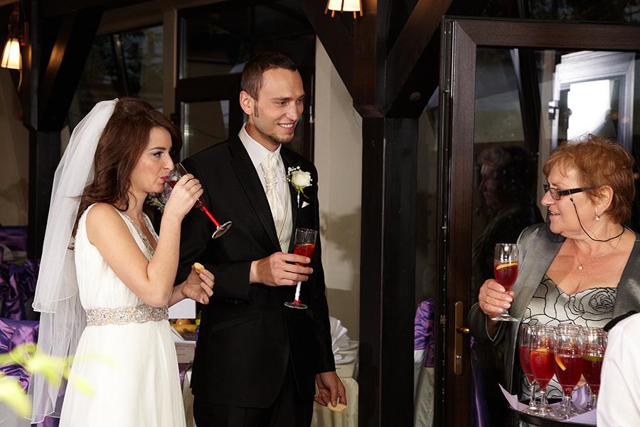sosirea invitatilor la nunta