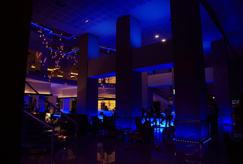 barul interior al hotelului Radisson - tema gheata