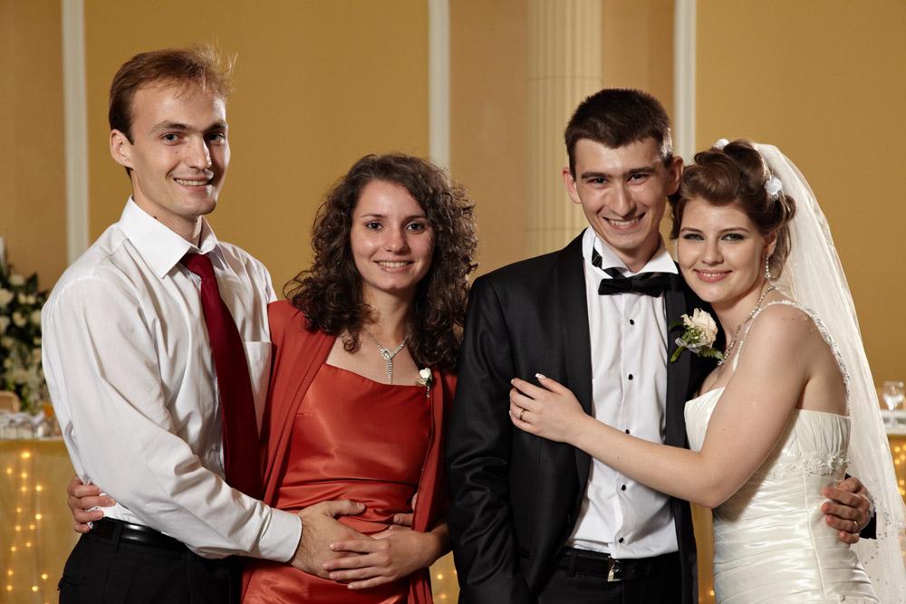 prietenii mirilor la petrecerea de nunta