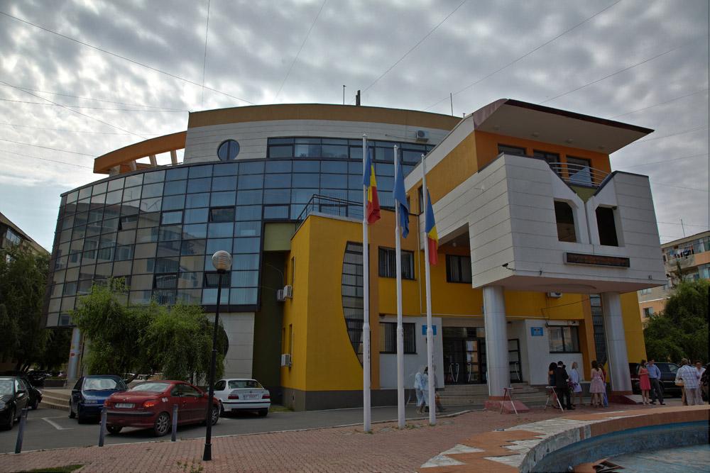 cladirea primariei Buftea unde se oficiaza cununi civila