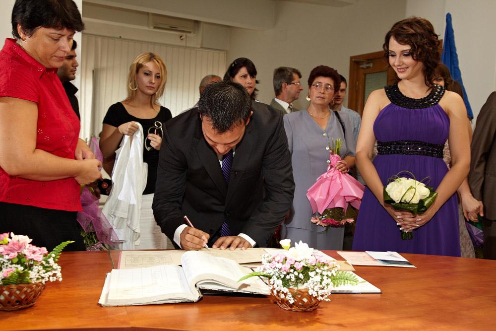 sotu semneaza actele la Casa de casatorii