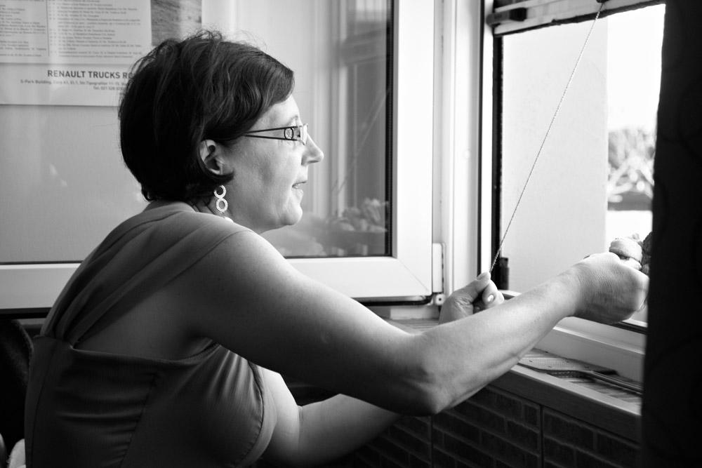 mama ofera inghetata pe geam