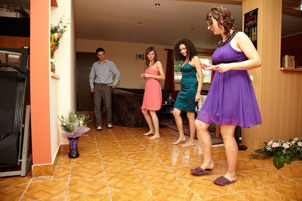 mireasa si domnisoarele de onoare repeta dansul