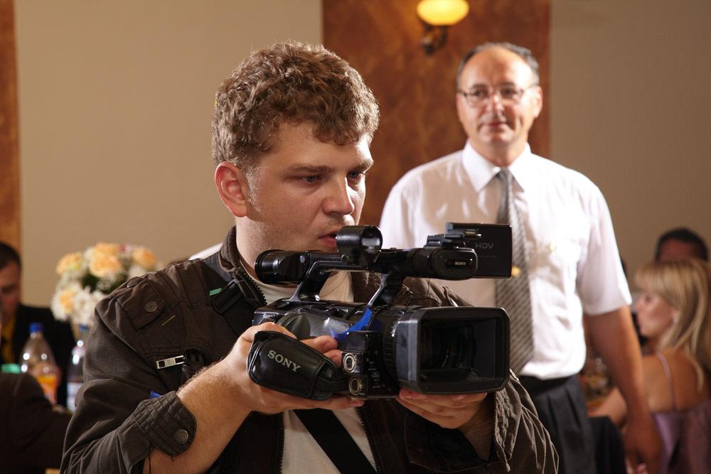 cameraman concentrat la nunta