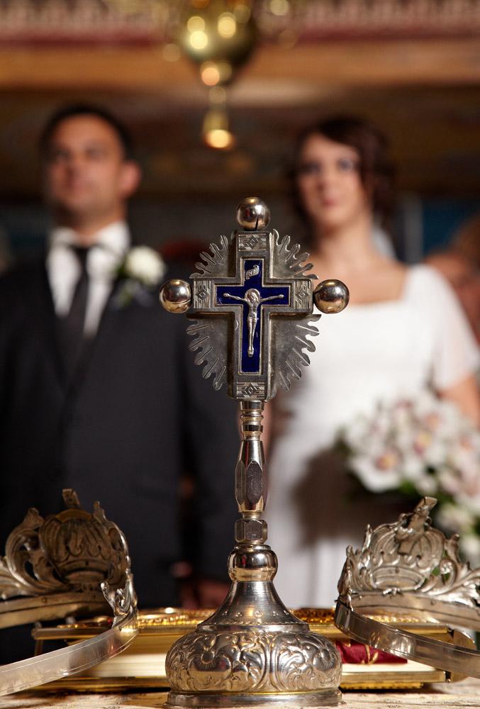 fotograf nunta crucifix in biserica