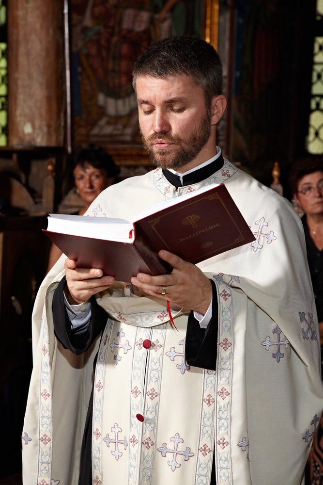 preot ortodox oficiind slujba de cununie