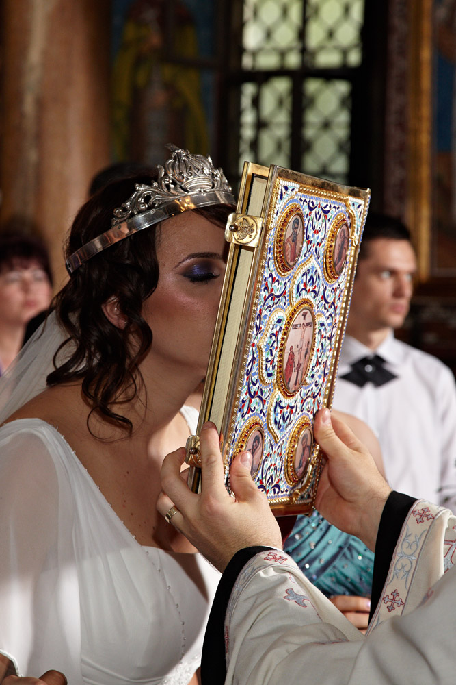 mireasa saruta biblia