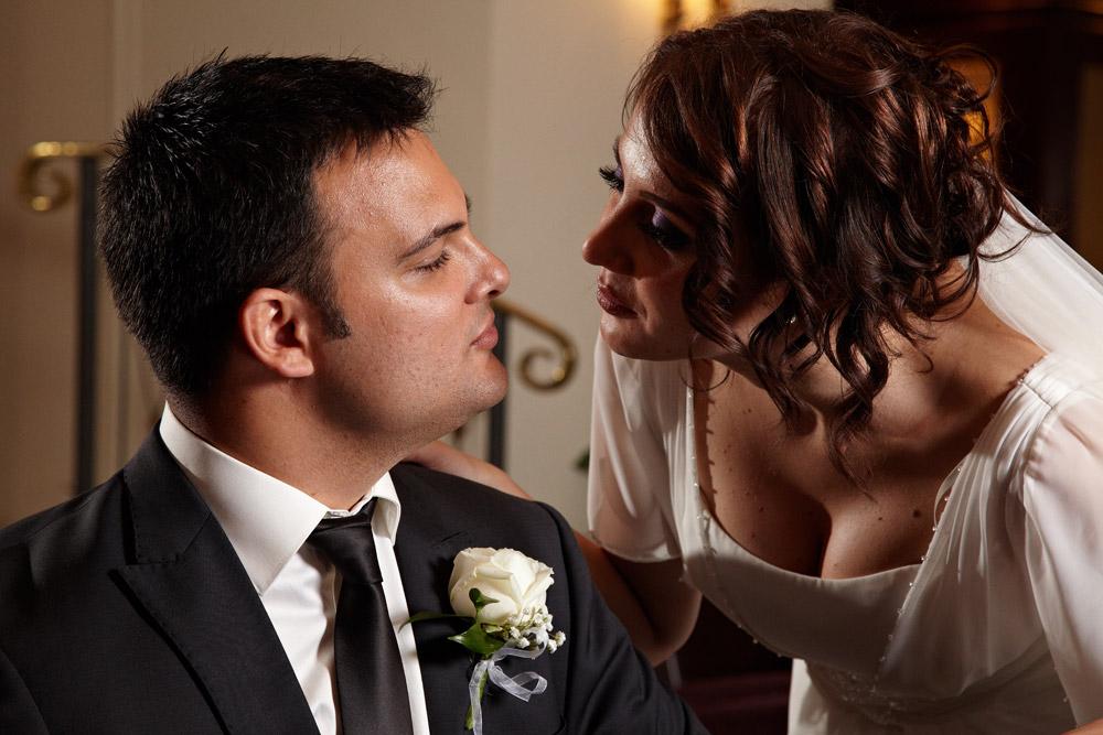 mireasa sarutandu-si sotul