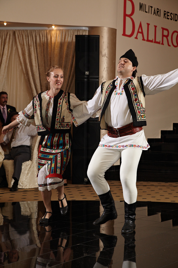 joc in doi dansuri populare la nunta