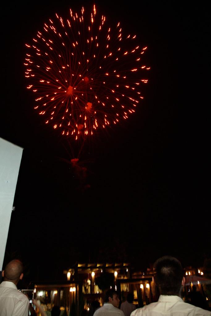 la petrecere explozie rosie de lumina