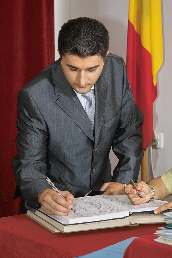 mirele semneaza in registrul starii civile