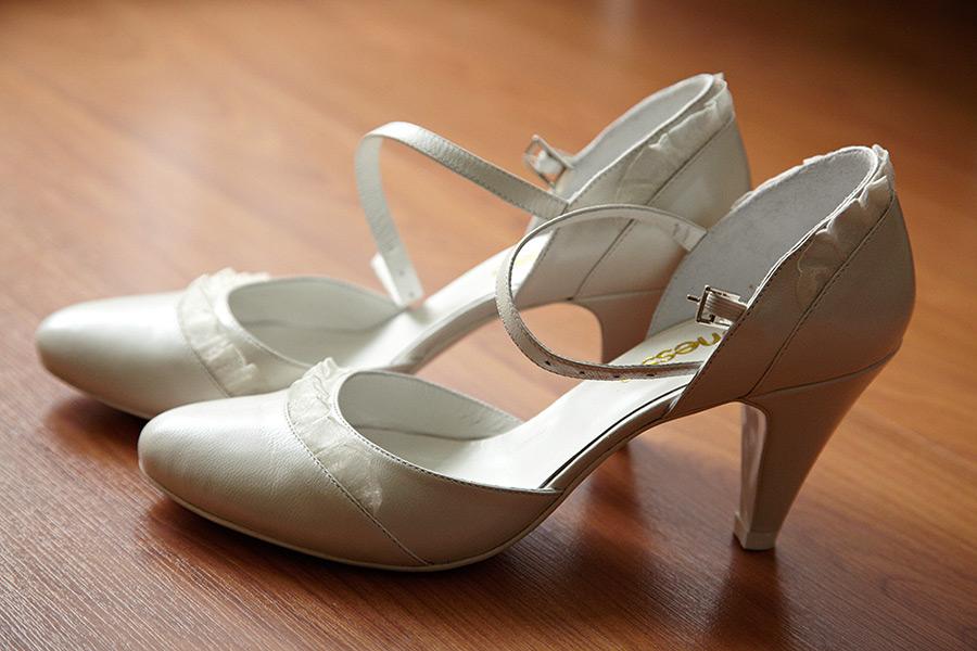 cei doi pantofii ai miresei