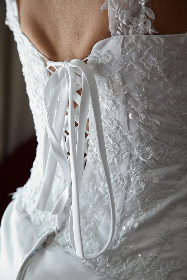 detaliu cu corsetul miresei
