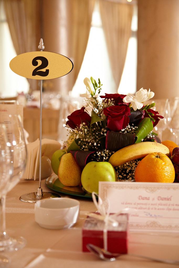 detalii cu fructe pe masa
