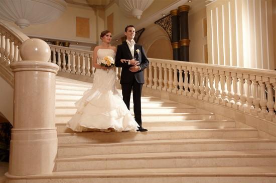 fotograf nunta folosind treptele