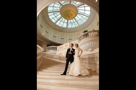 cupola si scarile din interiorul hotelului Marriott