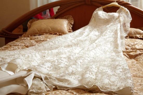 rochia de mireasa pe pat