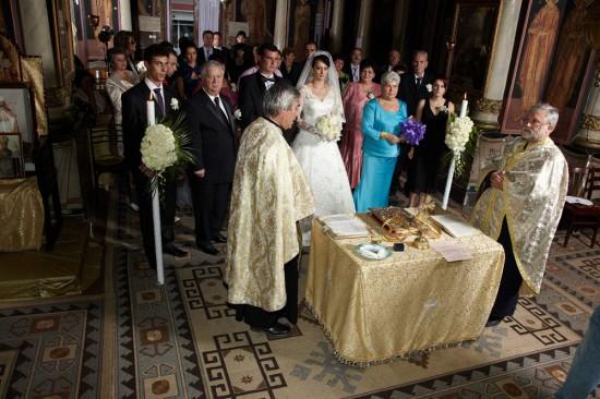 toti participantii la nunta in biserica