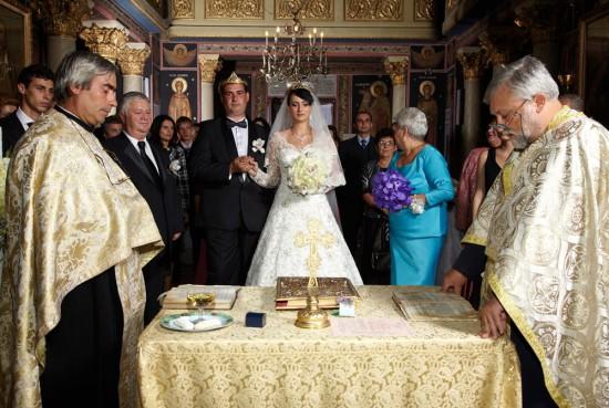nunta in biserica  – vedere de ansamblu