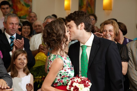 sarutul mirilor la casatoria civila