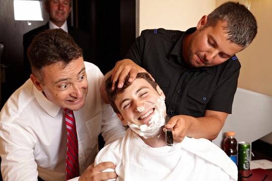 barbieritul mirelui cu cutitul cel mai neascutit