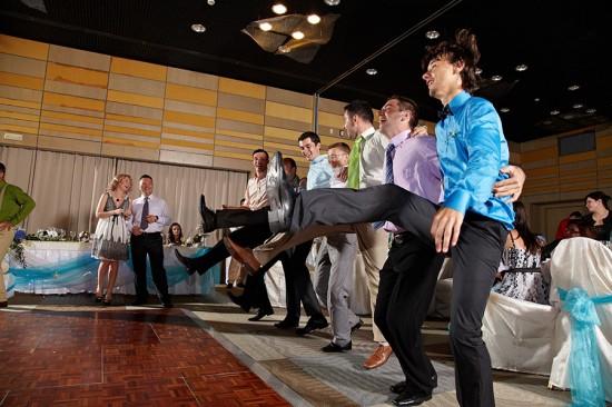 baietii la concurs de dans