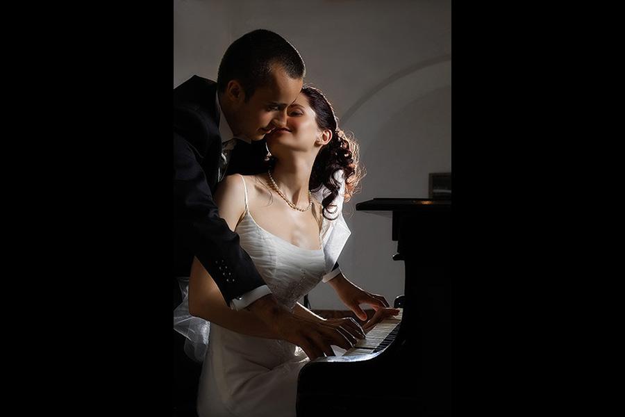 fotografii nunti clasice cu mireasa la pian