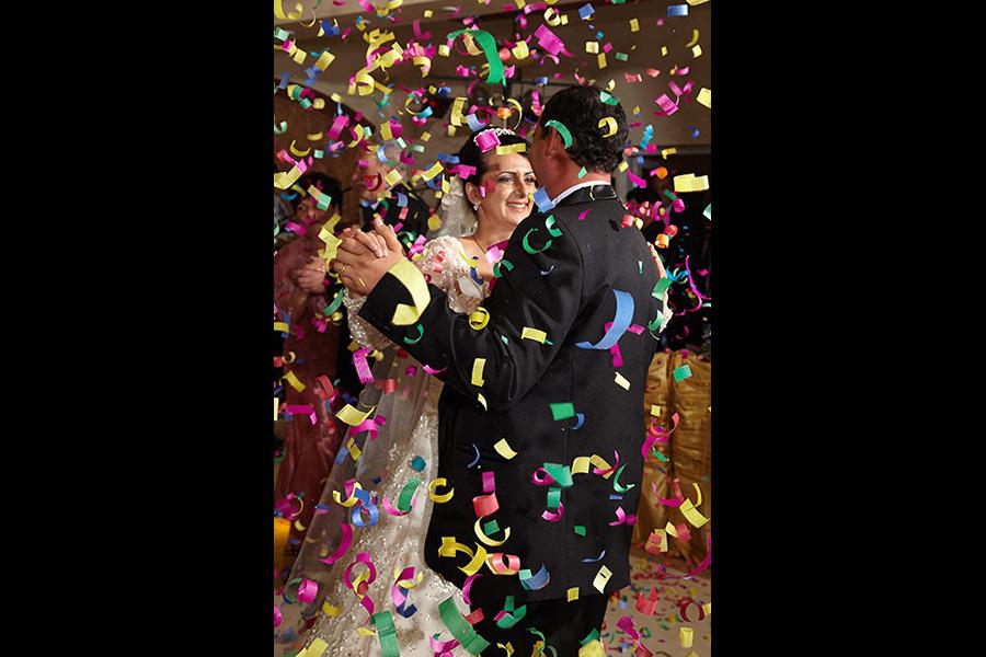 putine nunti au atat de multe confetii la dans