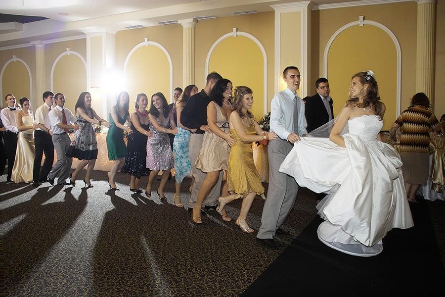 trenuletul la petrecerea de nunta