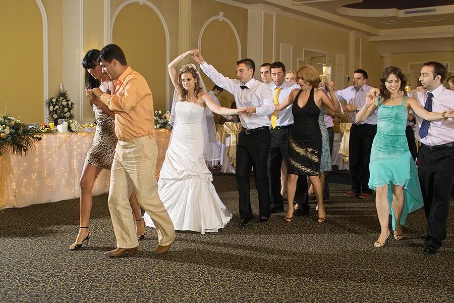 brasoveanca este nelipsita de la petrecerea de nunta