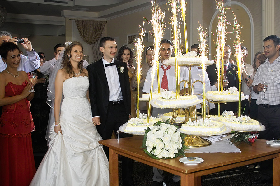 tortul de nunta cu artificii