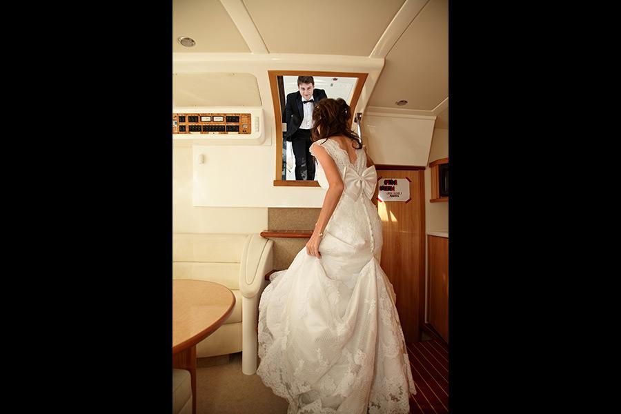 in interiorul barcii dupa nunta