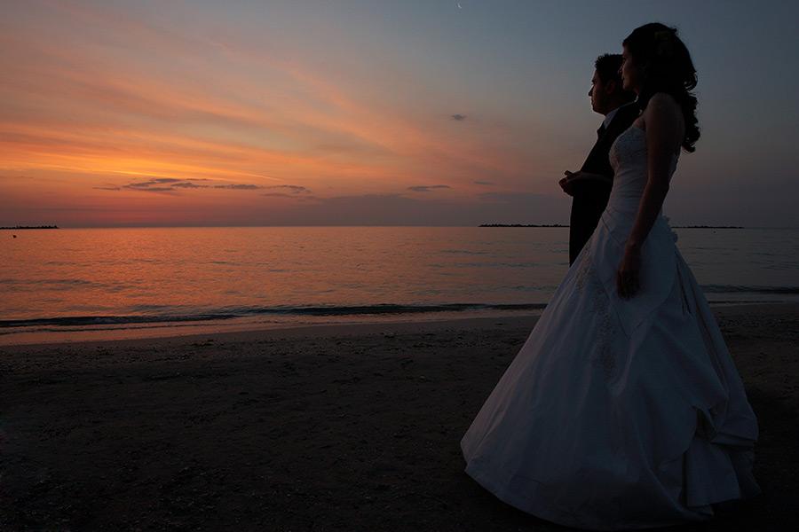 dupa nunta la rasaritul soarelui pe plaja